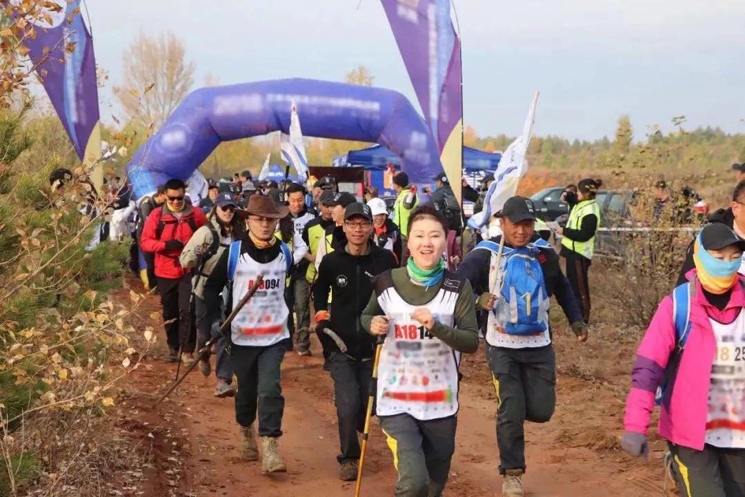七月相约内蒙萨拉乌苏沙漠峡谷千人徒步挑战大赛